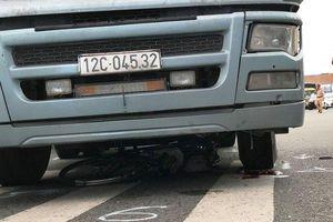 Nữ tạp vụ tử vong thương tâm dưới bánh xe container tại ngã tư tử thần