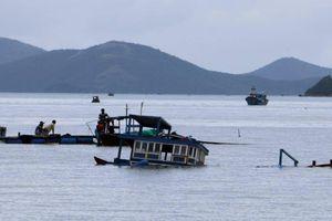 Lật thuyền trên vịnh Vân Phong, 3 người chết và mất tích