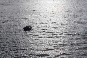 Mắc kẹt trên biển 4 ngày không đồ ăn nước uống, cụ ông 60 tuổi sống sót thần kỳ