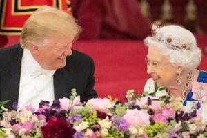 Tin ảnh: Nữ hoàng Anh vui nhất 25 năm qua