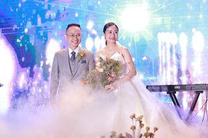 MC Phí Linh đẹp rạng ngời hạnh phúc trong ngày cưới