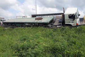 Thoát chết sau tai nạn liên hoàn trên cao tốc Trung Lương