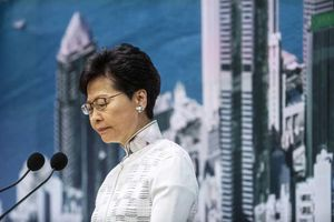 'Biển người áo đen' biểu tình, lãnh đạo Hong Kong xin lỗi