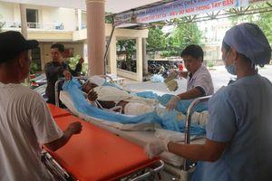 Cấp cứu nạn nhận trong vụ nổ cây xăng ở Cam Ranh