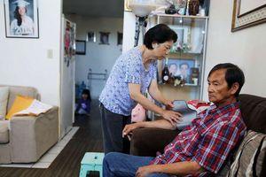 Hai người Việt được phỏng vấn lại để đến Mỹ hiến tủy