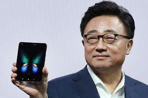 Galaxy Fold trì hoãn bán ra, có mặt sau Galaxy Note 10