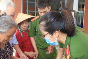 Hà Tĩnh: Cán bộ, chiến sỹ trại giam trích lương nấu cháo phát cho bệnh nhân nghèo