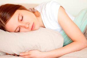 Đừng mang 5 thứ này lên giường để ngủ ngon hơn