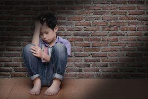 Bố mang họ Cẩu, cậu bé 5 tuổi xấu hổ và nhất quyết muốn theo họ mẹ