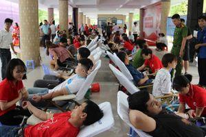 Đà Nẵng: Tiếp nhận 1.000 đơn vị máu tại Chương trình Hành trình đỏ - Trái tim sông Hàn