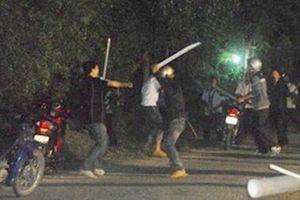 Hai nhóm thanh niên hỗn chiến trong đêm ở Long An, 3 người thương vong