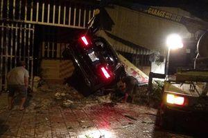 Ô tô phóng tốc độ cao đâm sập 3 nhà dân ở Bình Phước khiến 3 người thương vong