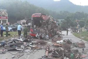 Tai nạn ở Hòa Bình: 3 người chết, 37 người bị thương