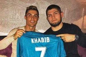 Nhà vô địch UFC bắt fan nhí Barca nói 'Hala Madrid'