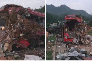 Xe khách đấu đầu xe tải khiến ít nhất 3 người tử vong, hơn 30 người bị thương
