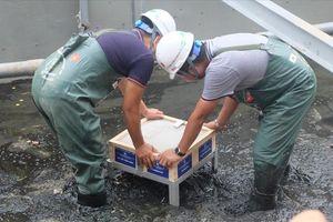 Mục sở thị 'bảo bối thép' được lắp thêm để làm sạch bùn sông Tô Lịch