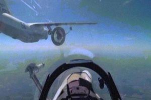 Video hiếm quay cảnh chiến đấu cơ Nga tiếp nhiên liệu trên không