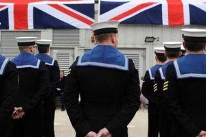 Anh: Nữ thủy thủ mang thai sau khi bị đồng nghiệp chuốc rượu, cưỡng hiếp