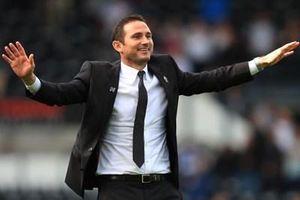 Frank Lampard sẽ ngồi 'ghế nóng' ở Stamford Bridge