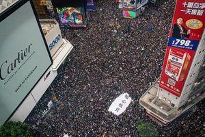 Biển người biểu tình Hong Kong dẫn lỗi nhường đường xe cứu thương