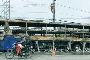 Sóc Trăng: Xe ô tô khách bốc cháy khi đang di chuyển trên Quốc lộ 1A