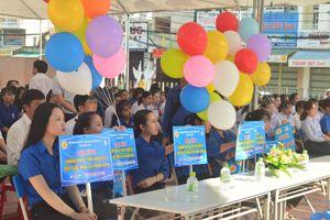 Hàng trăm thanh niên tình nguyện ra quân Tiếp sức mùa thi