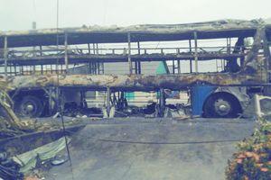 Cháy xe khách lúc 2 giờ sáng, hàng chục hành khách kịp thoát nạn