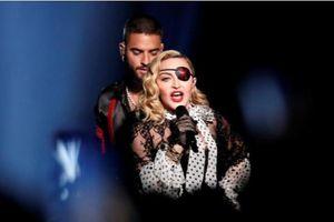 Madonna thể hiện quan điểm về quyền phụ nữ và việc sử dụng súng tại Mỹ
