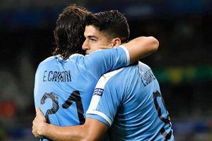 'Song sát' lập công, Uruguay đại thắng Ecuador