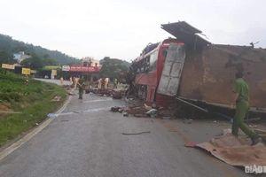 Clip xe tải lấn làn, tông trực diện xe khách ở Hòa Bình