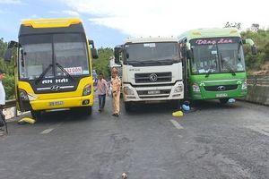 Mất lái khi đổ đèo, xe tải gây tai nạn liên hoàn