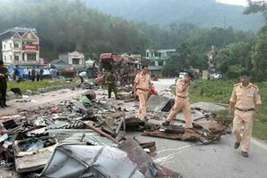 Xe tải chở sắt đâm xe giường nằm ở Hòa Bình, 3 người chết, 41 người bị thương