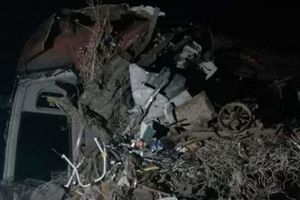 Hiện trường vụ tai nạn kinh hoàng giữa xe khách và xe tải trong đêm khiến 3 người tử vong, 38 người bị thương