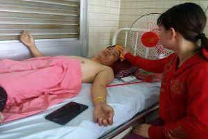 Bệnh viện Chợ Rẫy tạm đình chỉ 2 nhân viên khoan nhầm chân bệnh nhân