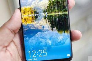 Người dùng giận Huawei để quảng cáo tràn ra màn hình khóa điện thoại