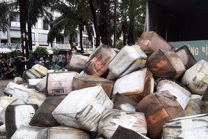 TP.HCM: Cháy lớn công ty và nhà dân, nhiều người hoảng hốt tháo chạy