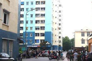 Người dân tá hỏa thấy nam thanh niên tử vong tầng 4 chung cư