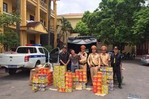 Bắc Giang: CSGT bắt xe tải vận chuyển gần 300 kg pháo lậu