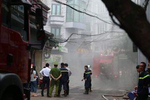 Cháy khách sạn trong phố cổ, giải cứu hàng chục người mắc kẹt