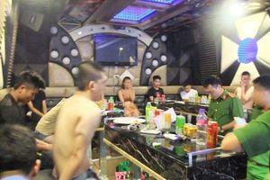 Công an đột kích phát hiện nhiều chân dài cùng thanh niên dùng ma túy bay lắc điên cuồng trong quán karaoke