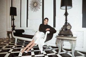 Hoa hậu Tiểu Vy tiếp tục 'bỏ bùa' khán giả chỉ với bộ đôi đen, trắng quen thuộc