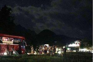 Xe khách 'đối đầu' xe tải, hơn 30 người thương vong