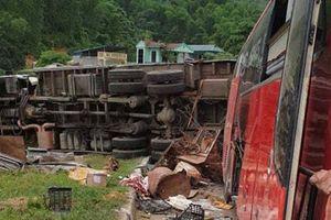 TNGT 3 người chết, 37 người bị thương ở Hòa Bình: Bí ẩn xe tải chở sắt vụn