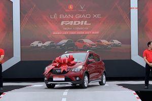 VinFast bàn giao 650 xe Fadil đầu tiên đến tay khách hàng