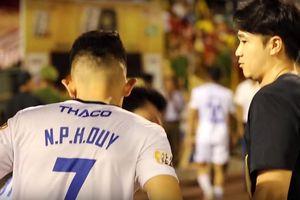 Clip: HLV thể lực ĐT Việt Nam có hành động đẹp với Tuấn Anh, Văn Thanh