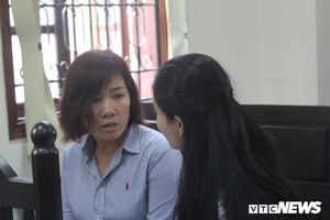 Nữ tài xế xe BMW gây tai nạn khiến nhiều người thương vong ở TP.HCM căng thẳng, mắt đỏ hoe tại tòa