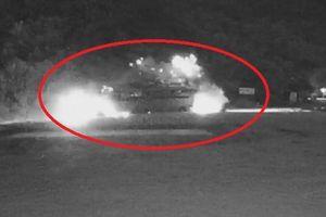 Clip: Rùng mình khoảnh khắc xe tải bẻ lái tông trực diện vào xe khách khiến hơn 40 người thương vong