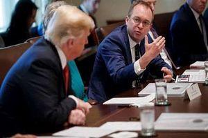 Chánh văn phòng Nhà Trắng bị Tổng thống Trump mời ra khỏi phòng Bầu Dục vì ho nhiều