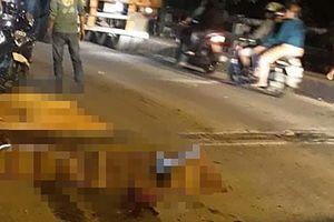 Mẹ ôm con gái bị tai nạn giao thông ở đường Nguyễn Duy Trinh
