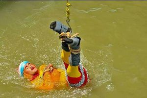 Biểu diễn bất thành, ảo thuật gia Ấn Độ bỏ mạng dưới sông Hằng